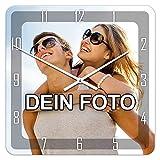 PhotoFancy - Uhr mit Foto bedrucken - Quadratische Fotouhr aus Kunststoff - Wanduhr mit eigenem Motiv selbst gestalten (35 x 35 cm, Design: Klassisch schwarz / Zeiger: weiß)