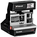 Polaroid 600 Instant-Fotokamera im Stil der 80er Jahre